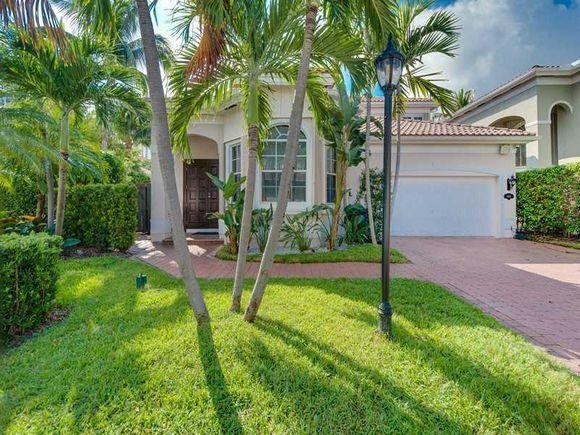 Casa em Golden Gate - Sunny Isles - Miami Beach - $2,475,000