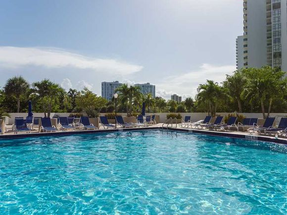 Apartamento em predio de luxo com visto do Intercoastal - Miami - $265,000